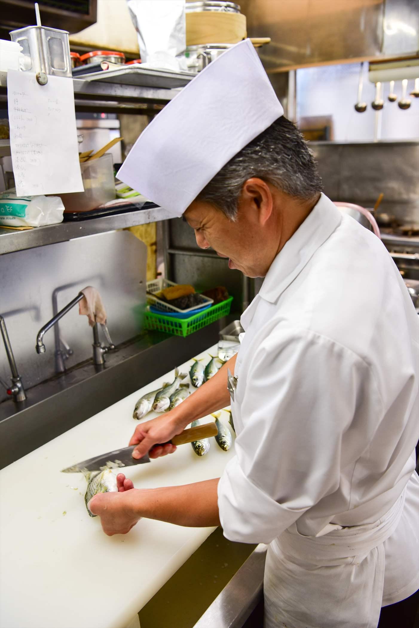 料理人が腕をふるいます。